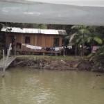 Así viven las poblaciones en un canal del río Guamá, cerca de Belém. Crédito: Diana Cariboni/IPS